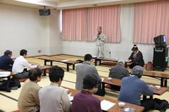 江刺産直組合で初めて商談会の企画を報告した野菜及び苗生産者会議